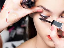 have you ever asked your self what goes through the mind of a make up artist let s take an imaginary ride through the mind of one and in it you will be