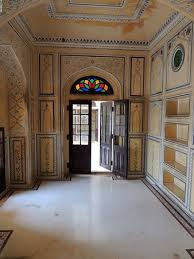 nahargarh fort room decoration and coloured glass above the door
