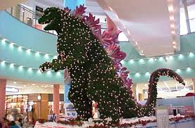 The images of this giant Christmas tree made in form of Godzilla were taken  by people who visited the somewhat less known Aqua City Odaiba shopping  mall.