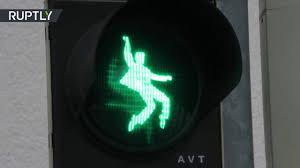 Король рок-н-ролла: светофоры с силуэтом <b>Элвиса Пресли</b> ...