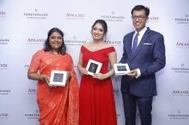 LtoR – Ambika Narayan, Director, Apranje Jewellers, film Haripriya ...