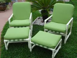 don t through out this style of patio furniture because it can be refurbished
