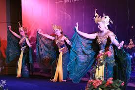 127 tarian tradisional ini bukti kalau indonesia memang kaya. Mengenal Keunikan Tari Merak Khas Jawa Barat Yang Filosofis Bergaya