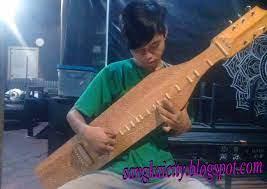 Alat musik tradisional ini menghasilkan suara yang menenangkan dan dinamis. Sape Sampe Alat Musik Tradisional Dayak Borneo Sangkay City