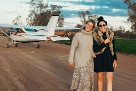 Friends Lucy Samuels and Lucy Taylor podcasting their outback bush  adventure - ABC News