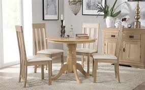 kingston round oak dining table with 4 chester chairs ivory seat pad