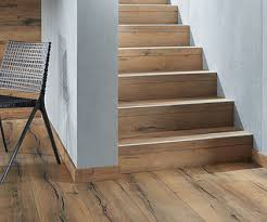 Stufenkantenprofile (skp), erhältlich in zwei ausführungen (1x oder 2x eingeschlagen), sind die grundlegende basis für jede treppenausführung. Treppenverkleidung Aus Holz Mit Haro Stairs
