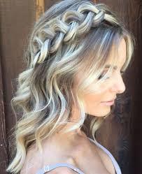 Длинные и здоровые волосы несомненно яркий показатель ухоженности девушки в любом возрасте. Pricheski Na Srednyuyu Dlinu Volos 13 Bystryh Variantov Na Kazhdyj Den Poshagovo Tochka Net