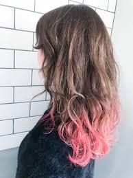 ピンクのアクセントカラーで魅せるグラデーションカラーの髪型ヘア