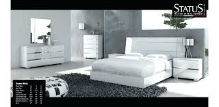 white contemporary bedroom – interiorkeenan.co