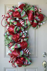 11 Cute Candy Cane Christmas Crafts  DIYCandy Cane Wreath Christmas Craft