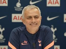 Josè Mourinho interrotto da una lavatrice in conferenza stampa - Calcio  video - Eurosport
