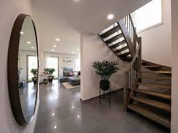 Wir sind seit über 70 jahren der überzeugung, dass eine treppe für jedes haus so einzigartig ist wie ein maßanzug für menschen was es bei der planung und herstellung von treppen und geländern sowie insbesondere beim treppenkauf so alles zu. Welche Treppe Passt Zu Welchem Haus Zuhause3 De