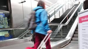 Die gewerkschaft gdl lässt darüber abstimmen. Bahnstreik Aktuell Bahn Streik Diese Zuge Fahren Dennoch Augsburger Allgemeine