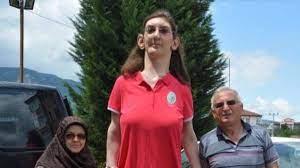 Dünyanın en uzun boylu kadını Rümeysa Gelgi, Guinness Rekorlar Kitabı'na  girdi - Timeturk Haber