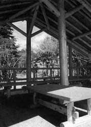 武蔵嵐山渓谷周辺樹林地にあずまやが完成