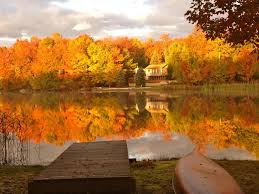 lakefront in the fall at arrowhead lakes