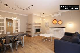 3 bedroom apartment. 3-bedroom apartment with terrace for rent in poble-sec 3 bedroom
