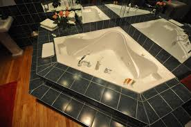 jacuzzi in hotel room