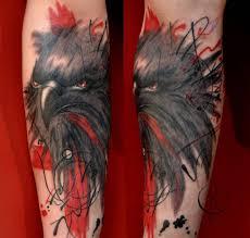 ворон татуировка в трэш польке на руке сделать тату у мастера