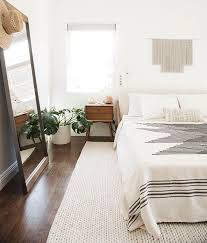 Bedroom:Cozy Minimal White Bedroom Styling Using White Quilt And Queen  Headboard And Mid Century