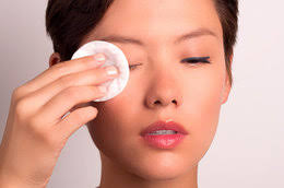 eye makeup 101 how to remove makeup without losing lashes and irritating your skin