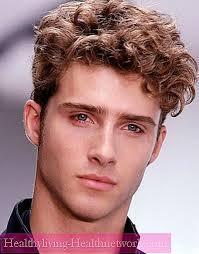 Pánský účes Pro Kudrnaté Vlasy Módní účesy Tipy Pro Výběr Foto