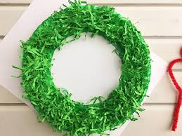 diy paper wreath made with paper plate and shredded crinkle paper adds a festive touch