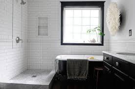 ... black-and-white-retro-bathroom-wall-mount-toilet- ...