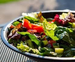 Ölefanten - Leichter grüner Salat Für diesen leckeren, schnellen Salat  braucht ihr: 🔪eine handvoll Babypinat 🔪einen Kopf Pflücksalat 🔪eine  Gurke 🔪sechs Kirschtomaten. Für das Dressing: 🥗 4 EL Apfel-Orangen  Aperitif mit 3%
