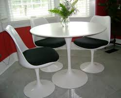 saarinen dining table and chairs