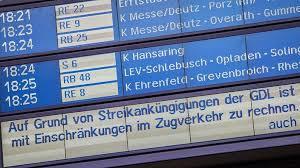 Sowohl züge als auch busse sorgen für die sichere und günstige mobilität von reisenden im nahverkehr. Vorerst Kein Lokfuhrer Streik Nachrichten Wdr