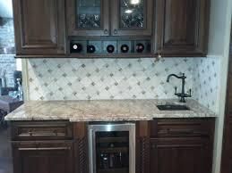modern kitchen backsplash with glass tiles