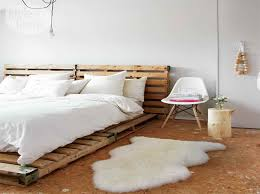 Bedroom:Eco Friendly Shipping Pallet Bed For Sleeping Enjoyment With Simple  Design Eco-Friendly