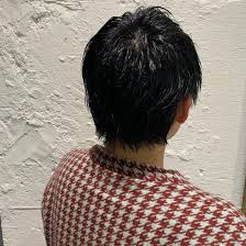 黒髪ベリーショート シンプルな服装にも合うメンズライクなヘア