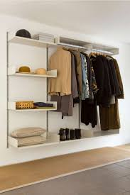 Die besten 25+ Begehbarer kleiderschrank regalsystem Ideen auf ...