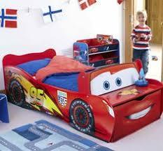 Leuk idee: een #autobed voor de #kinderkamer maken | #Cars #bed