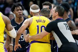 Lakers laud Jared Dudley for sticking up for Dwight Howard ...