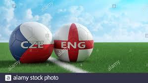 Repubblica Ceca vs Inghilterra Calcio Match - palle in pelle in Repubblica  Ceca e Inghilterra colori nazionali su un campo di calcio. Spazio di copia  sul lato destro Foto stock - Alamy