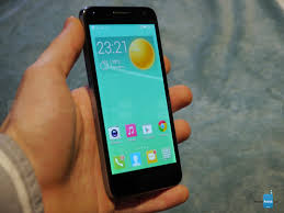 Alcatel OneTouch Idol 2 mini (s) hands ...