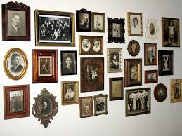... Skillful Decorating Ideas For Picture Frames 14 Decorating Ideas Family  Pictures ...