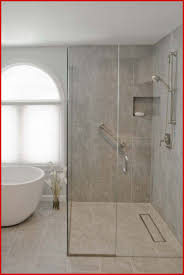 Dusche Ebenerdig Fliesen 866618 Badezimmer Sanieren Badewanne