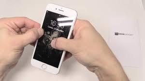 Как правильно наклеить <b>защитное стекло</b> на телефон - YouTube