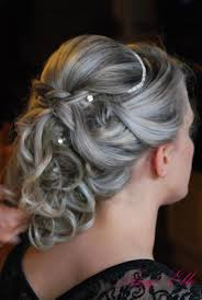 Coiffure Mari E Tendance Tresse Avec Cascade De Boucles Hair And
