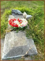 Kết quả hình ảnh cho mộ không tên