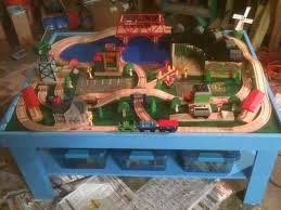 picture of simple train play table