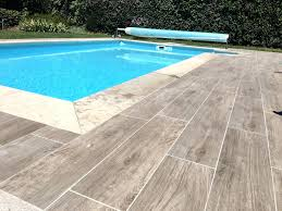 Dallage Piscine Ambiance Margelle De Rectangle Gris Aspect Bois