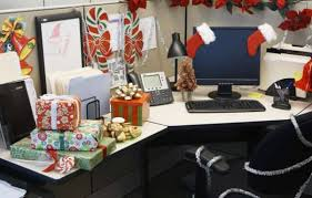 pics photos funny christmas themed office cubicle awesome cubicle decorations