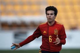 Get the latest spain u21 news, scores, stats, standings, rumors, and more from espn. Barcelona Eye Leeds United Loan For Riqui Puig Through It All Together