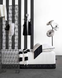 Zwart Wit Kamer Met Gestreept Zwart Wit Behang En Dagbed Black And